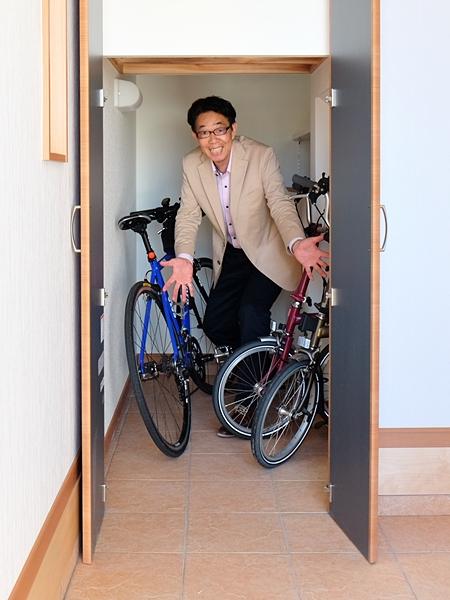 はい!この通り! 自転車三台楽々収納!