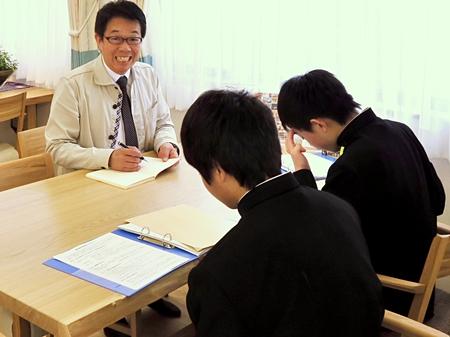 緊張気味の生徒さんたち・・・。(^^)