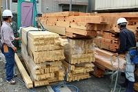 材木(構造材搬入)