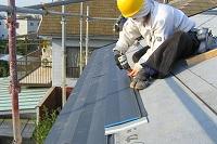 金属製屋根材の施工状況(2)エバールーフ(断熱材付き)