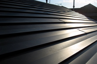 金属製屋根材の施工完了(老朽化木造住宅の耐震強化)