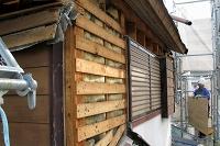 既設モルタル塗の外壁撤去状況