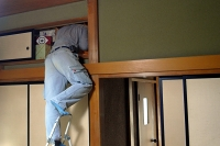 押入れ天袋から小屋裏調査