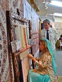 ペルシャ絨毯 手織り実演