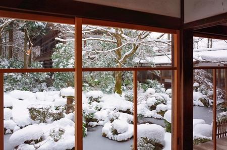 窓の外は雪景色